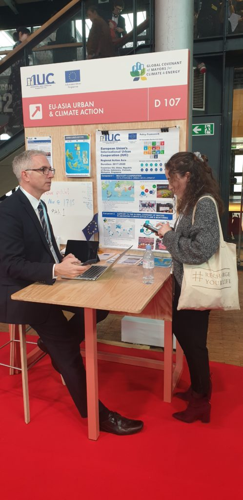 Communications Advisor David Zeller briefing a visitor about the IUC Asia project